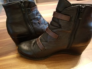 Eric Michael Black with brown buckle details Boots
