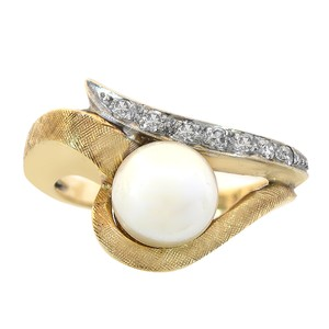 Avital & Co Jewelry 7.25mm Cultured Pearl and Round Cut Diamond Vintage Ring 14K Yellow