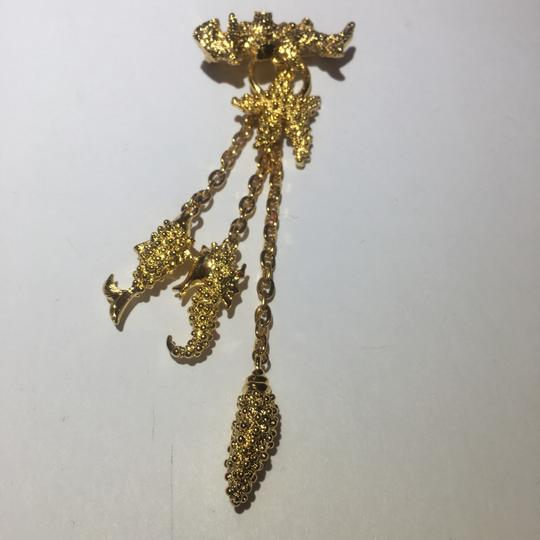 Vintage Vintage sea life gold charm chain Brooch Pin Image 1