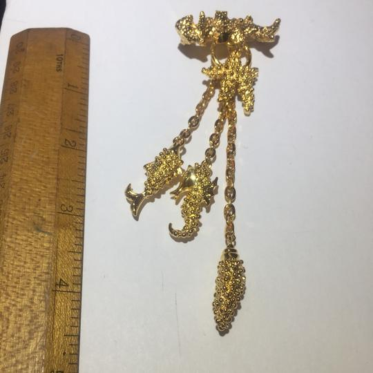 Vintage Vintage sea life gold charm chain Brooch Pin Image 5