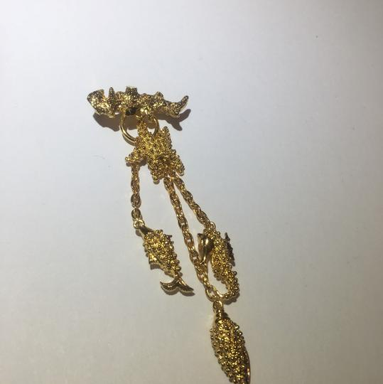 Vintage Vintage sea life gold charm chain Brooch Pin Image 6