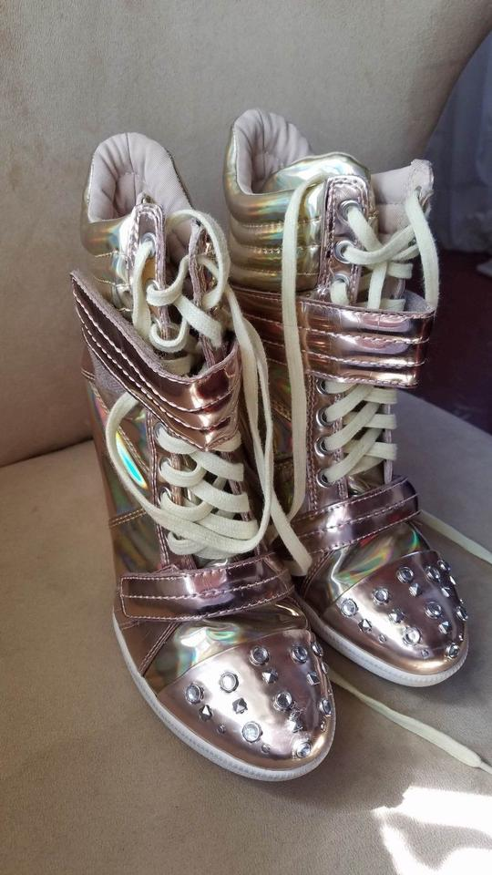5a41de93cd82 Boutique 9 Metallic Gold Gold Rose Yellow Iridescent Nevan Wedge ...