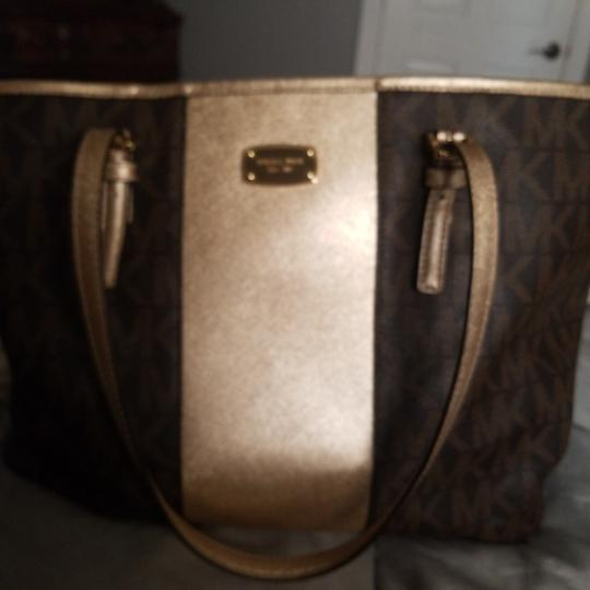 Preload https://img-static.tradesy.com/item/24371943/michael-kors-brown-and-gold-with-mk-logo-as-nd-matching-cosmetic-purse-tote-0-3-540-540.jpg