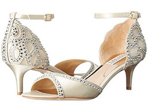 Badgley Mischka Ivory Gillian Pumps Size US 8.5 Regular (M, B)