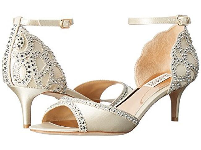 Item - Ivory Gillian Pumps Size US 8.5 Regular (M, B)