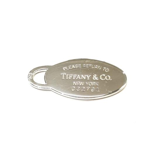 Preload https://img-static.tradesy.com/item/24373183/tiffany-and-co-sterling-silver-return-to-oval-tag-charm-0-2-540-540.jpg