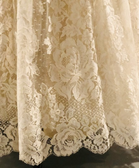 Ivory Tulle Lace Chantilly Gown Feminine Wedding Dress Size 8 (M) Image 7