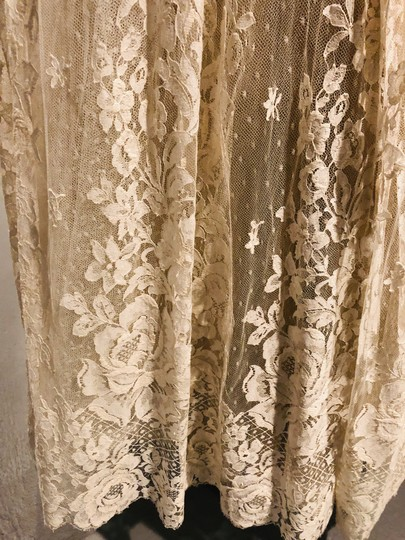 Ivory Tulle Lace Chantilly Gown Feminine Wedding Dress Size 8 (M) Image 8
