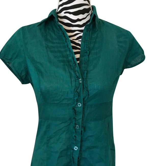 Preload https://img-static.tradesy.com/item/24373358/the-limited-green-button-down-top-size-10-m-0-1-650-650.jpg