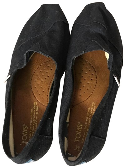 Preload https://img-static.tradesy.com/item/24373561/toms-navy-flats-size-us-8-regular-m-b-0-1-540-540.jpg