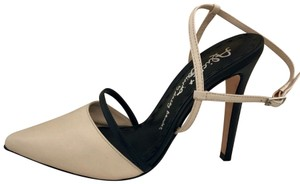 Alice + Olivia Nude/Black Pumps