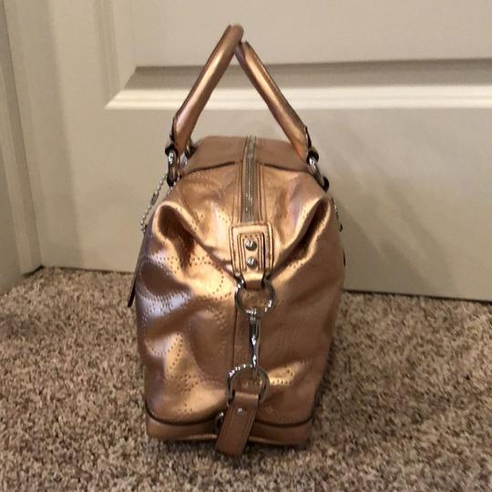 Coach Satchel in gold Image 2