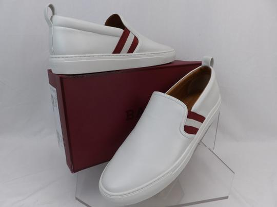 Preload https://img-static.tradesy.com/item/24373881/bally-white-herald-leather-web-stripe-logo-sneakers-loafers-85-us-415-shoes-0-0-540-540.jpg