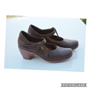 Naot brown Wedges