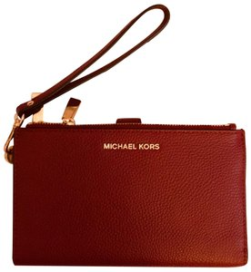 MICHAEL Michael Kors Pebbled Leather Phone Holder Wristlet in Mulberry / Dark Red