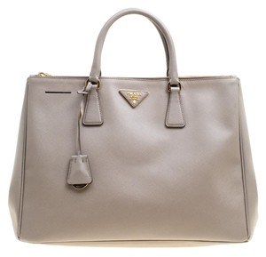 dfa5fb38751006 Prada Saffiano Totes - Up to 70% off at Tradesy