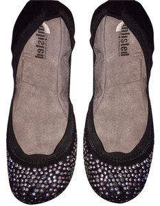 Unlisted by Kenneth Cole black Flats
