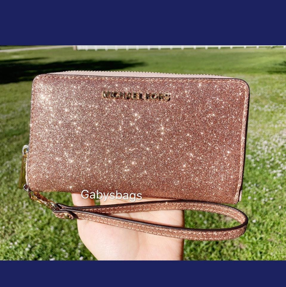 27f315596713 Michael Kors Giftable Large Multifunctional Phone Rose Gold Leather  Wristlet - Tradesy