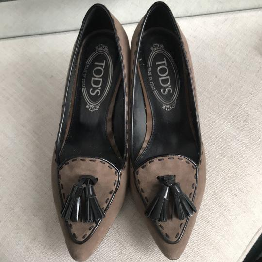 Tod's Black and Tan Pumps Image 1