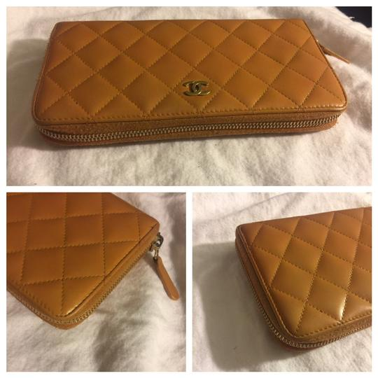 Chanel Authentic Chanel Brown Leather Zipper Women Wallet Image 4