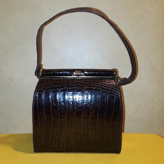 Preload https://img-static.tradesy.com/item/24390040/brown-alligator-skin-leather-shoulder-bag-0-0-540-540.jpg