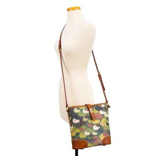 Preload https://img-static.tradesy.com/item/24390737/dooney-and-bourke-camouflage-duck-bucket-green-leathercanvas-cross-body-bag-0-0-540-540.jpg