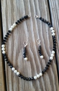 Fashion Jewelry For Everyone Black White 8mm Onyx Pearl Necklace Earrings Jewelry Set