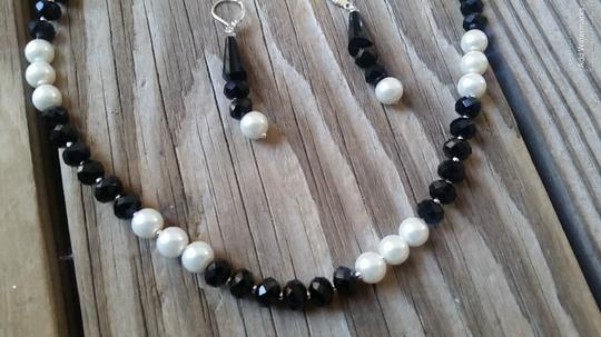 Fashion Jewelry For Everyone Black White 8mm Onyx Pearl Necklace Earrings Jewelry Set Image 1