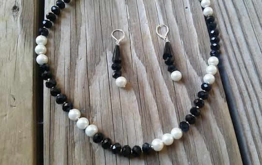 Fashion Jewelry For Everyone Black White 8mm Onyx Pearl Necklace Earrings Jewelry Set Image 9