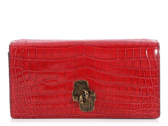 Preload https://img-static.tradesy.com/item/24391492/bottega-veneta-china-the-knot-red-crocodile-skin-leather-shoulder-bag-0-0-540-540.jpg