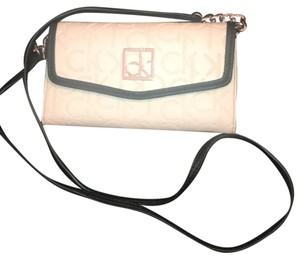 f8514e5caa Calvin Klein Cross Body Bags - Up to 70% off at Tradesy (Page 2)