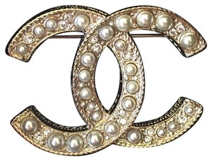 Chanel New, 19C Large Classic CC Logo Pearl Gold Metal Brooch Pin