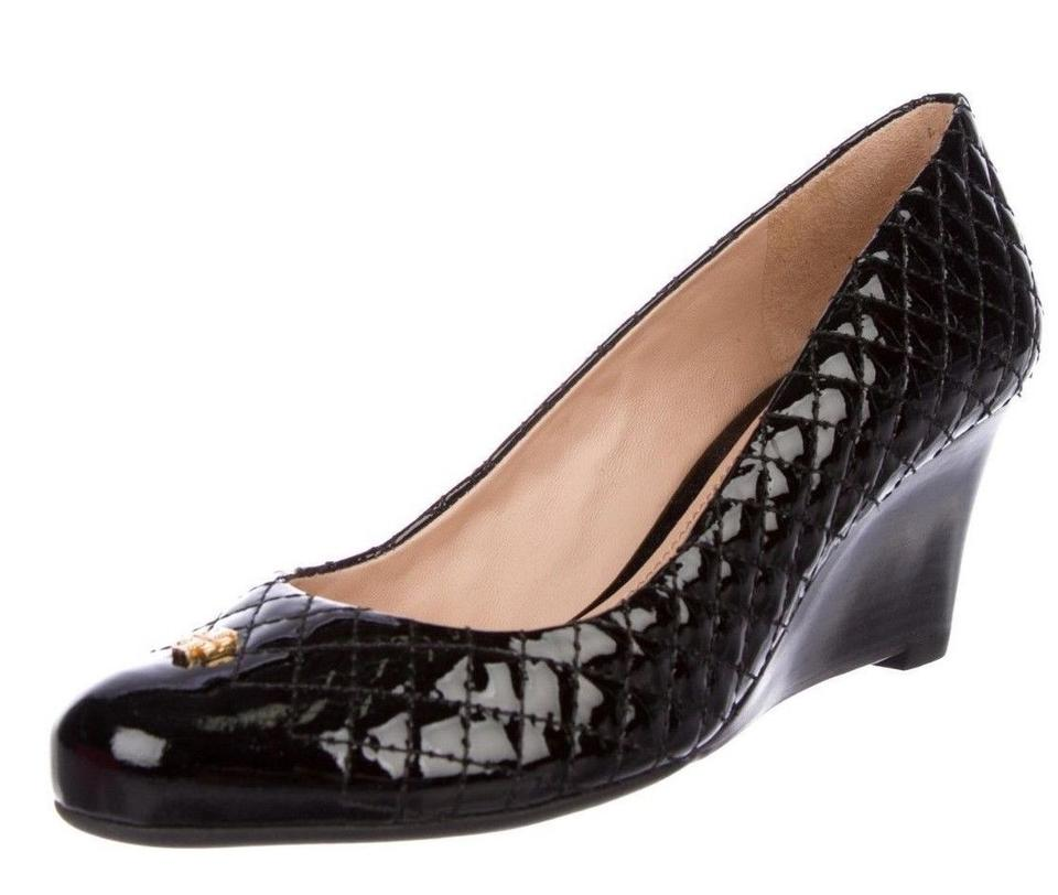 74183370f7d0 Tory Burch Black New Patent Leather Quilted Wedges Heels Pumps Size ...