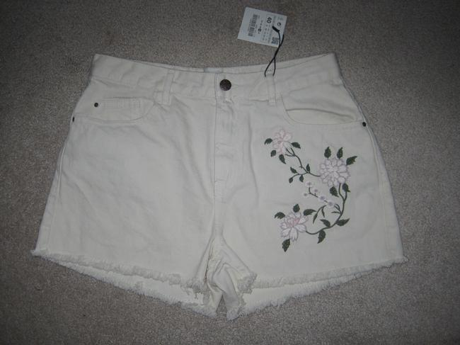 Item - Cream Denim Floral Embroidery Raw Hem Shorts Size 8 (M, 29, 30)