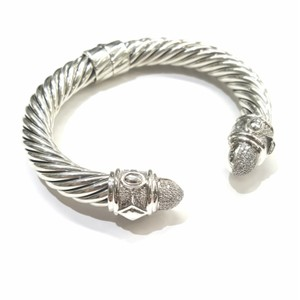 David Yurman GORGEOUS!! David Yurman Renaissance Bracelet with Pavé Diamonds 10mm 0.88 carats pavé diamonds 61.7 grams Hinge clasp 100% Authentic Guaranteed!! Comes with Original David Yurman pouch!!