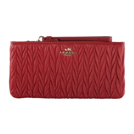Preload https://img-static.tradesy.com/item/24396274/coach-colette-gathered-zip-clutch-52297-red-leather-wristlet-0-0-540-540.jpg