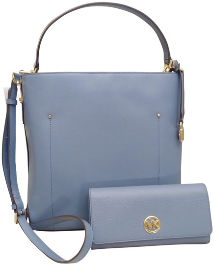 Preload https://img-static.tradesy.com/item/24396376/michael-kors-holiday-special-hayes-large-bucket-and-fulton-flap-wallet-set-in-denim-blue-leather-sho-0-1-540-540.jpg