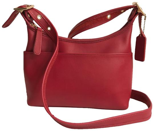 Preload https://img-static.tradesy.com/item/24397180/coach-legacy-vintage-9136-red-gold-leather-cross-body-bag-0-1-540-540.jpg