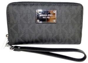 Michael Kors Canvas 889154350182 Wristlet in BLACK