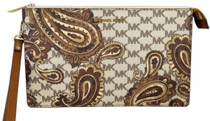 Michael Kors Canvas 190049698082 Wristlet in luggage