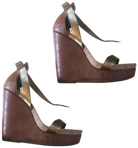 Vic Matié Brown and Gold Wedges