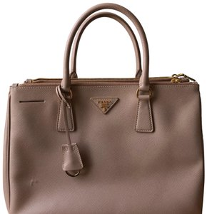 43bc3f26d8726b Prada Saffiano Totes - Up to 70% off at Tradesy (Page 11)