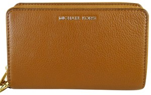 Michael Kors Leather 889154894754 Wristlet in Luggage