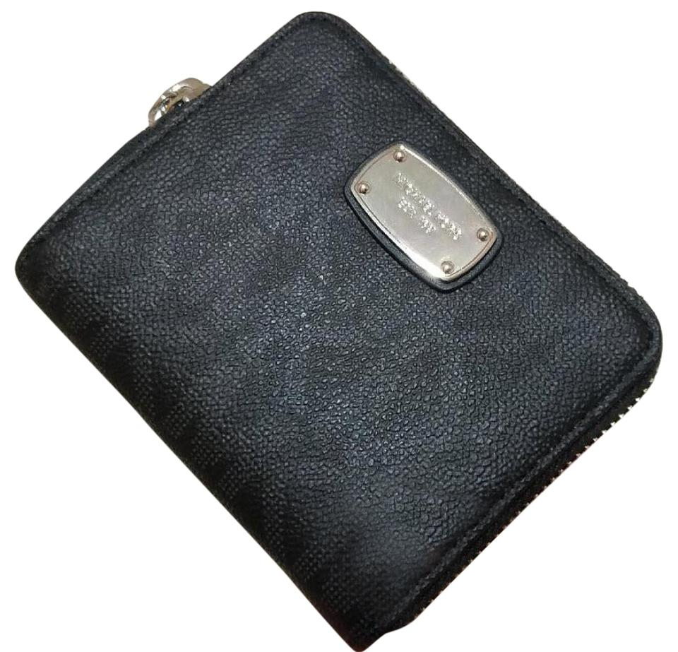 6116048b4c670d Michael Kors Michael Kors Jet Set Bifold Wallet zip around Signature PVC  Image 0 ...