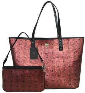 MCM Tote in scooter red