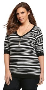 Torrid Brand New Striped V-neck 2x T Shirt Black & White