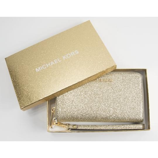 Michael Kors Michael Kors Gold Glitter Leather Flat Multifunction Phone Wallet Image 4