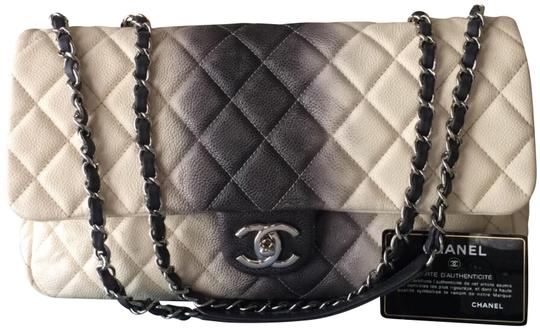 Preload https://img-static.tradesy.com/item/24407000/chanel-classic-flap-ombre-jumbo-ivory-and-grey-lambskin-leather-shoulder-bag-0-1-540-540.jpg