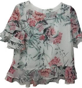 Olive + Oak Emma And Olivia Tops Size S Floral Top white