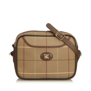 Burberry 8jbucx020 Shoulder Bag